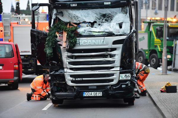 德警方已查明冲向柏林圣诞市场人群造成碾压事件的卡车司机身份。
