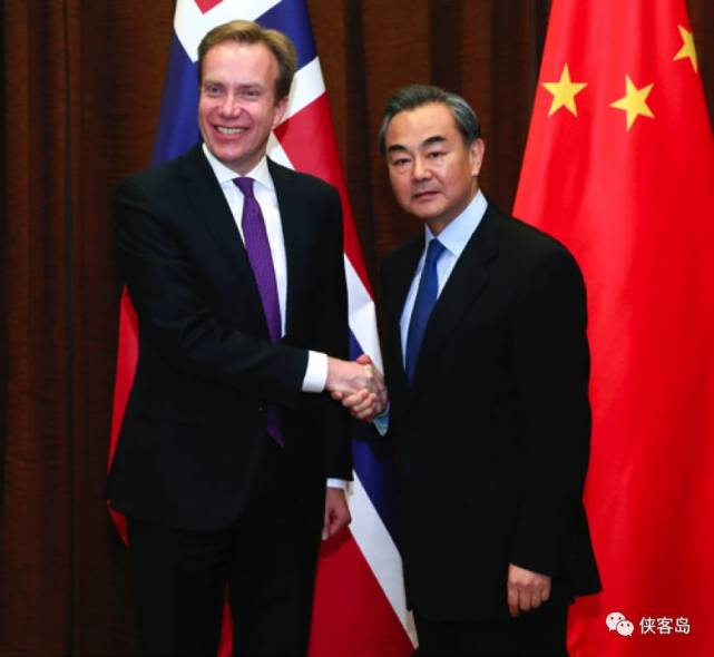 中国外长与挪威外交大臣。