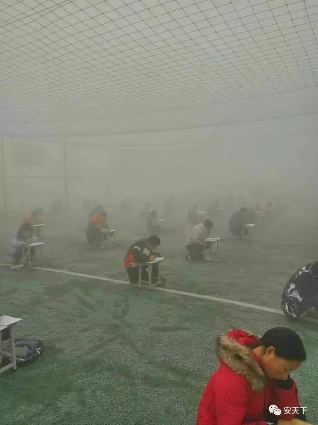 安阳400多名门生被拉到操场测验。