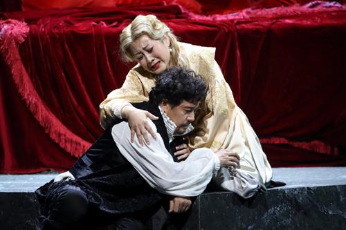 凯丽出演话剧《哈姆雷特》