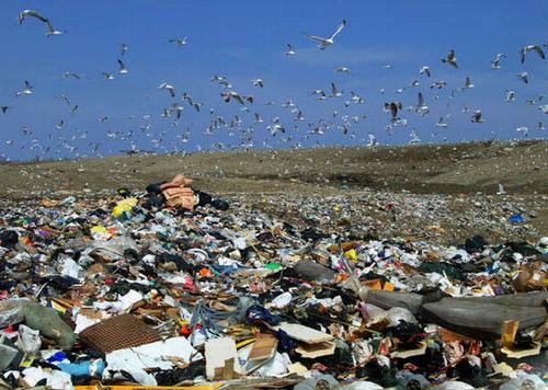 美国科罗拉多州最大的渣滓填埋场,天天接纳12000吨渣滓。图像来自OFweek节能环保网