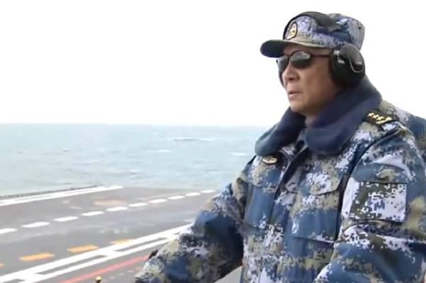 中央军委委员、海军司令员吴胜利