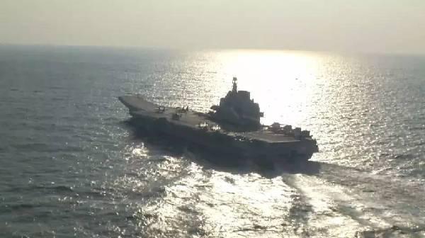 航母编队跨海演训 海军司令员亲临指导