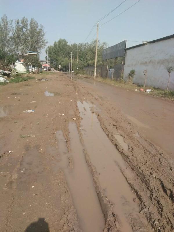 硬化前的村道泥泞不堪 受访者 供图