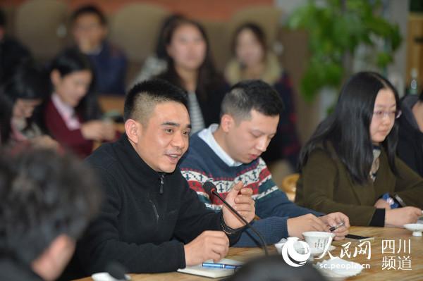 参与座谈的网友纷纷发表对雾霾治理的意见和建议