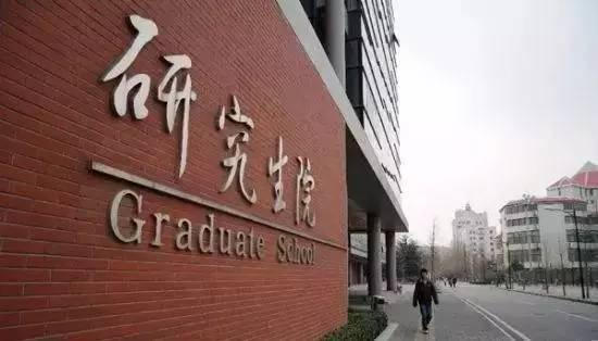 以上海市某所高校2011年的就业数据为例,研究生总数为3487人,其中升学和出国人数分别为118人和187人,签约人数为2428人,占总数的69.63%。
