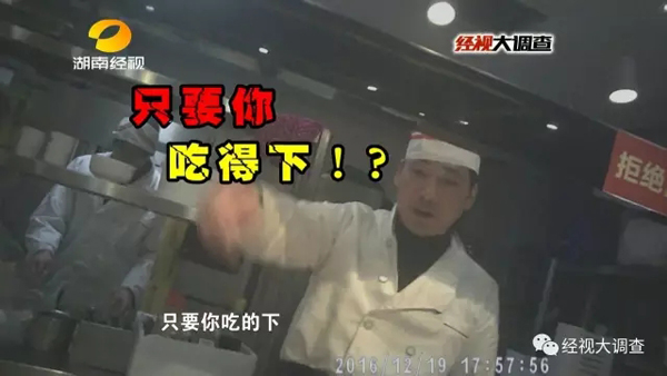 在这家北京汉丽轩自助烤肉店,牛肉分两种,一种是牛肉卷,另一种是用酱料调制而成的牛肉。那么,这些牛肉又是怎么制作的呢?