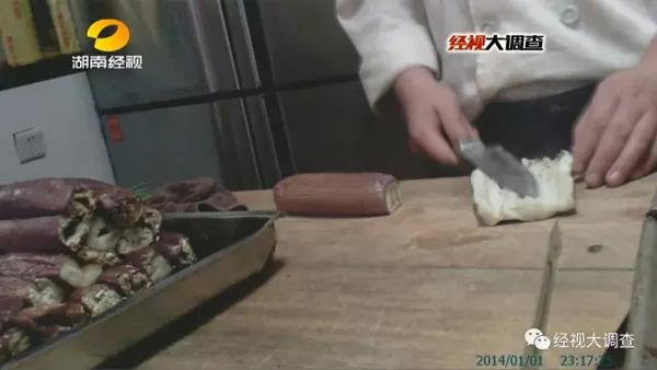 """�h���自助烤肉""""��肉�牛�肉"""",工作人�T�Q""""�_�^了全世界"""""""