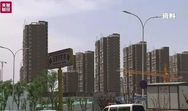 同时,住建部明年还将大力推动城市基础设施建设补短板,新开工地下综合管廊2000公里以上。加快推动海绵城市建设。完成全部36个重点城市638个黑臭水体的整治任务。