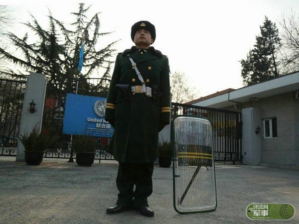 北京使馆区警卫部队配枪曝光