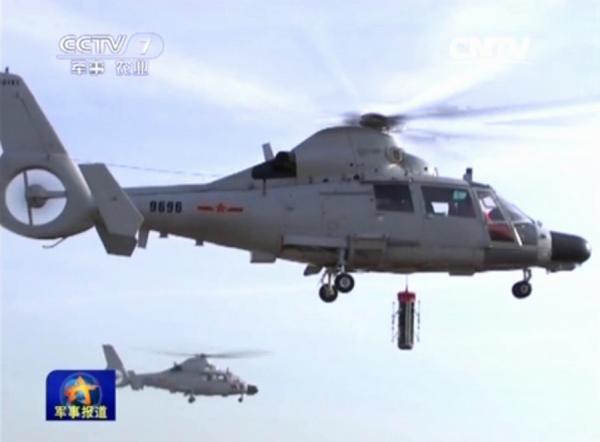 直-9反潜直升机的主要搜潜装备是吊放声呐,由于该机尺寸,起飞重量较小,无法携带多种反潜装备,主要依靠机首雷达(搜索潜艇通气管)和吊放声呐实施反潜作战