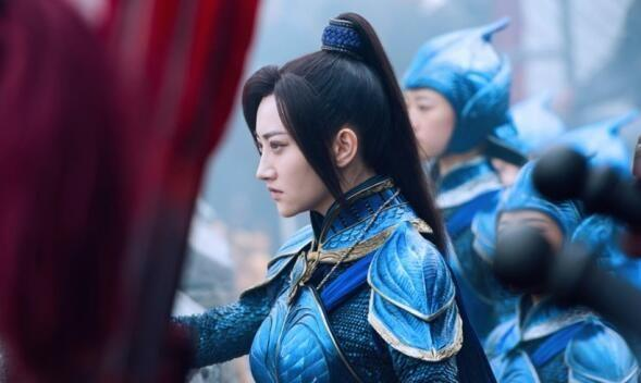 国产电影《长城》上映以来,业内圈外人士口水战迭起,票房乱象之后,影评话题也引发人们对中国电影产业新一轮思考。