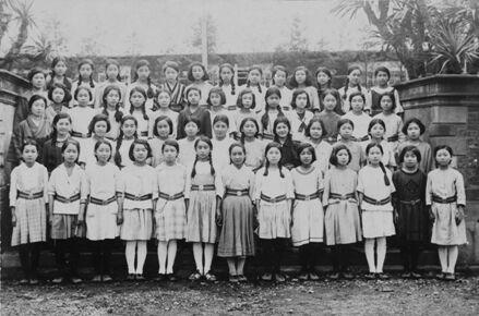 1924 年 4 月东京女子高等师范学校附属高等女子学校的开学典礼