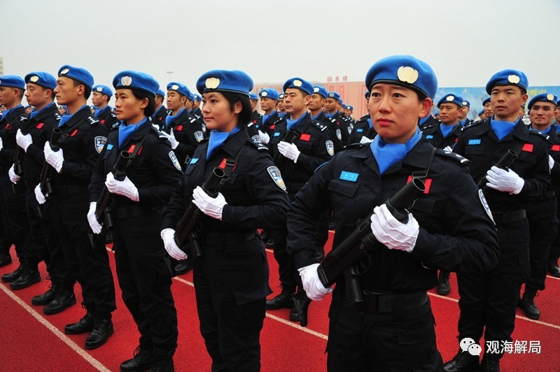 (队员均从全国公安边防部队严格选拔)