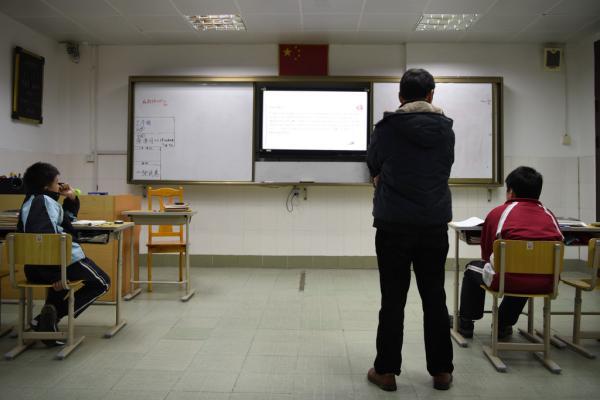 2016年12月26日,上海莘北路,启德学校是男校,工读学校招生难,所以在这个班级只有两个男生。 澎湃新闻见习记者 刘嘉炜 图