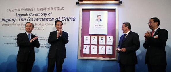 自出版以来,《习近平谈治国理政》受到国际社会持续关注,引起热烈反响。截至2016年10月底,该书已发行超过620万册,其中海外发行逾60万册,取得近年来我国政治类图书在海外发行量的最高纪录,也创造了中国图书单品种在美国亚马逊网站的销售纪录。