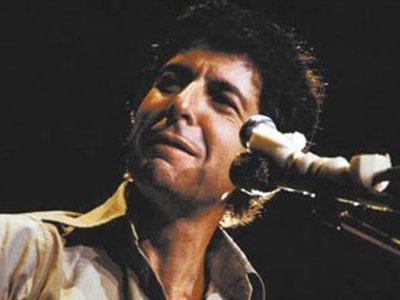 """2016年11月7日,莱昂纳德·科恩(Leonard Cohen)逝世,他的生命永远停在了82岁。莱昂纳德·科恩,1934年9月21日出生于魁北克省蒙特利尔,加拿大演员、歌手、作词作曲、编剧、小说家、艺术家。早年以诗歌和小说在文坛成名,小说《美丽失落者》被评论家誉为60年代的经典之作。代表作有电影《我是你的男人》、专辑《Ten New Songs》等,荣获第52届格莱美音乐奖终身成就奖。他被《纽约时报》赞誉为""""摇滚乐界的拜伦""""。"""