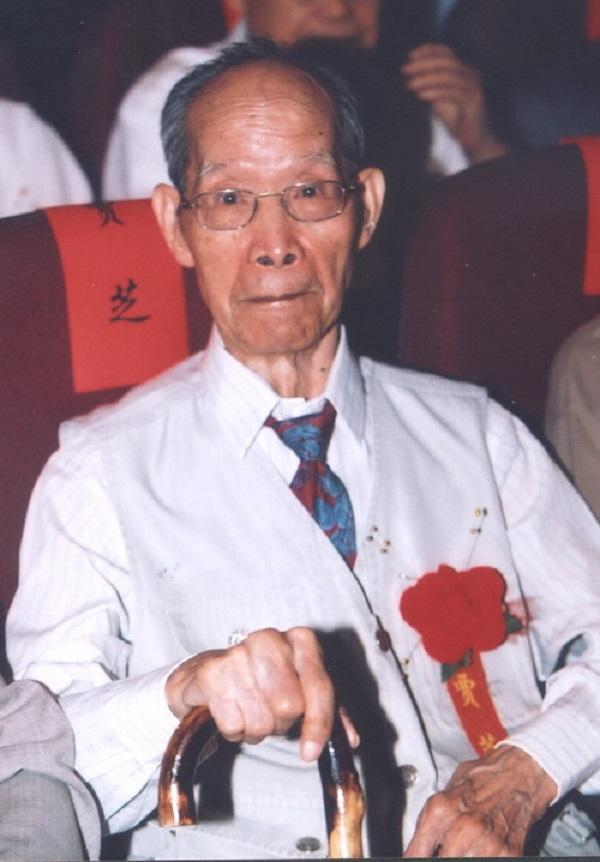 1月14日在北京逝世。1913年12月出生于山西省襄汾县,于1953年到中国科学院文学研究所工作,1980年任中国社会科学院少数民族文学研究所所长、研究员。生前任中国社科院荣誉学部委员、中国文联第八届荣誉委员、中国民间文艺家协会名誉主席、国际民间叙事研究会资深荣誉委员。