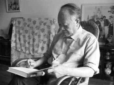 """12月1日逝世。1931年出生于江西萍乡,武汉市社会科学院研究员,曾任武汉市社科院副院长。为武汉写史六十多年,有""""武汉活历史""""、""""武汉通""""之称,主编或出版了《武汉通史》(十卷本)、《武汉百年史话》等著作。"""