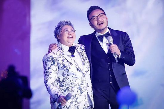 内地八卦    在昨晚的湖南卫视的跨年演唱会上,韩红特意邀上了老伙计图片
