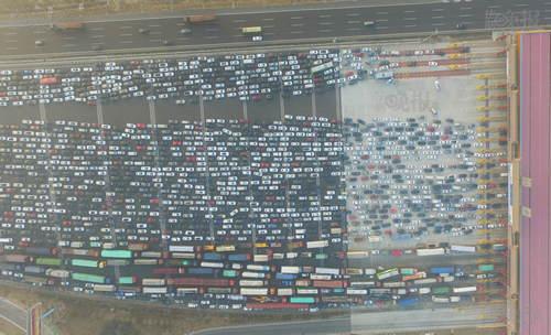 受雾霾封路假期回京影响 京港澳高速成停车场