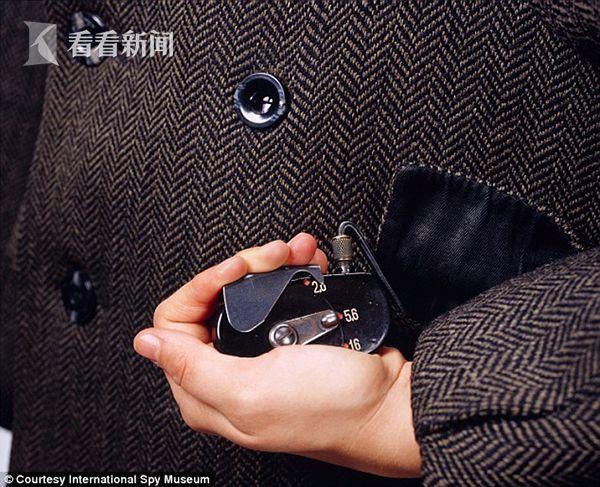 钮扣微型照相机,苏联克格勃在上世纪70年代广泛使用,它通过藏在口袋里的一个控制按钮进行拍照。_article_url', 'Content':'', 'Attributes':[], 'Children':[