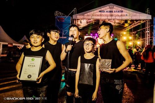 摄影:闫珉。深圳迷笛跨年音乐节-孩迷舞台