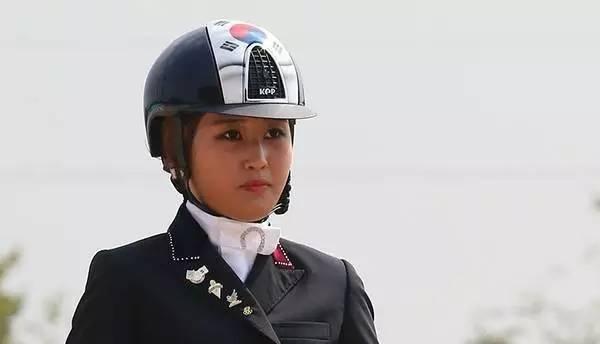 坑爹坑娘又坑总统 这个韩国姑娘还真有实力