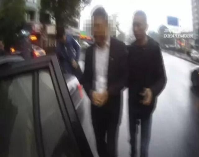 警方抓捕现场(图片来源:钱江晚报)
