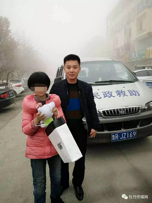 浙江12岁女孩被弃车站 疑似妈妈买不起她的火车票
