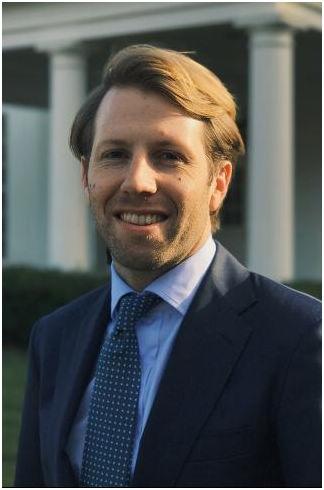Clay Dumas 28岁 白宫数字战略办公室主任和高级顾问