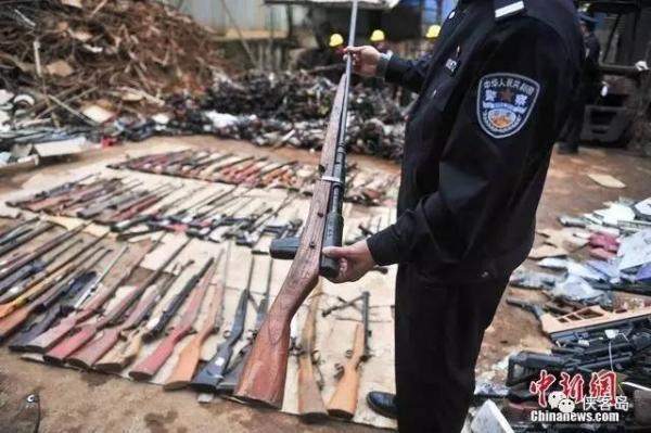侠客岛:官方涉枪、官员持枪不足为奇,枪枝处理存破绽是本源