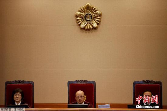 当地时间2017年1月3日,韩国首尔,宪法法院开审朴槿惠弹劾案。9名宪法法院大法官出席弹劾审判。