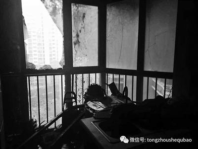 火警事后,一户住民家中玻璃破碎供图/北青社区报通州分社记者组