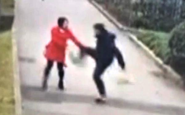 """上海某体院女研究生反驳""""男学霸""""观点,被尾随暴打视频曝光,男的人渣个人资料照片"""