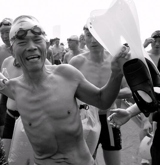 胜利横渡钱塘江后,金文允老人充满自豪。