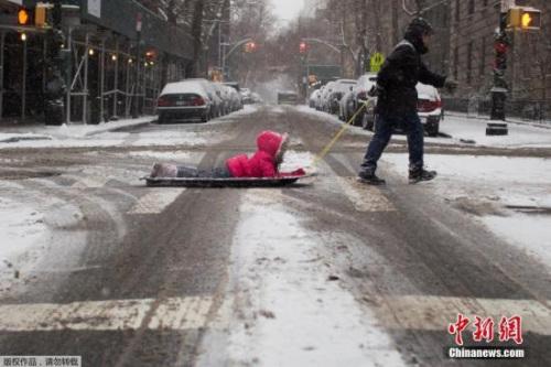 该国气候预报核心(Weather Prediction Center)的气候学家欧里森(Andrew Orrison)透过德律风示意,乔治亚州、南北卡罗来纳州与维吉尼亚州有些地区克日开端下大雪,不断下到本地时刻7日午时。