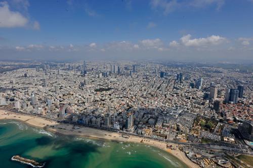 从直升飞机上拍摄的以色列城市特拉维夫。