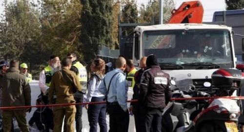 救援组织一名工作人员表示,医护人员在袭击现场看到的景象惨不忍睹。一些受害者、包括死者被压在卡车下面,动用吊车才能解救出来。