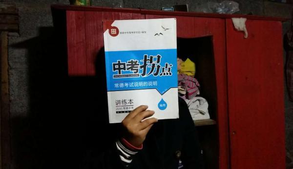心心不希望自己的学业中止在初二,她还想读书,参加中考。 本文图片 澎湃新闻记者 谭君