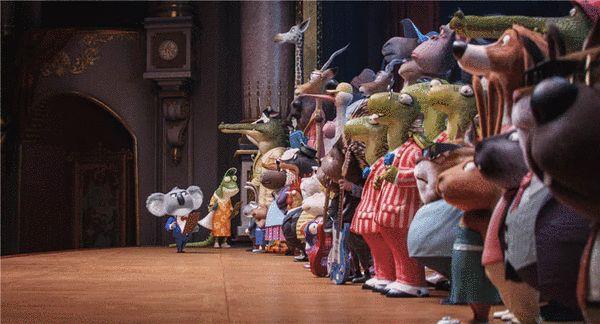 严肃的月伯乐和紧张的参赛者们在歌唱比赛初选