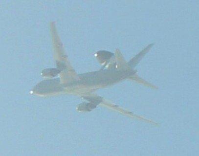 13点左右,滨松基地E767预警机紧急起飞。