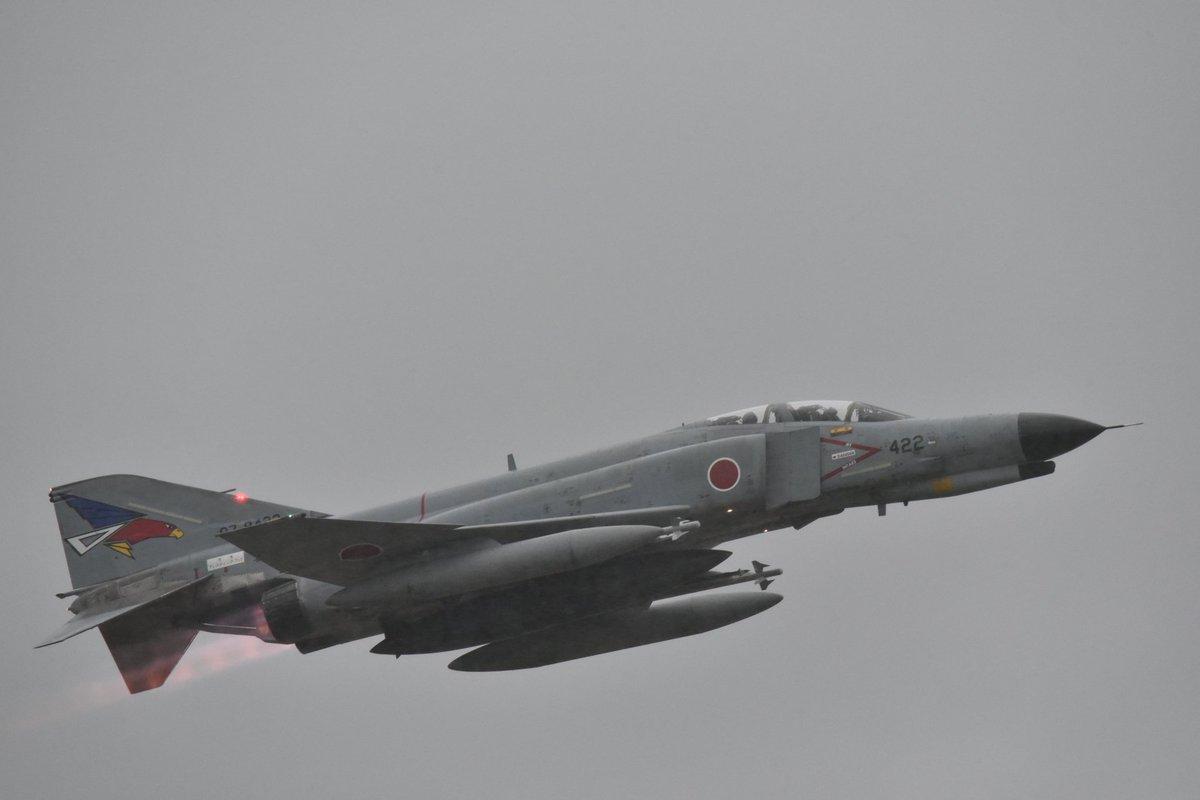 F-4EJ战机从百里基地到达小松基地,作为70年代服役,81年已经停产的老一代飞机,空自显然是遇到特殊情况才会出动。