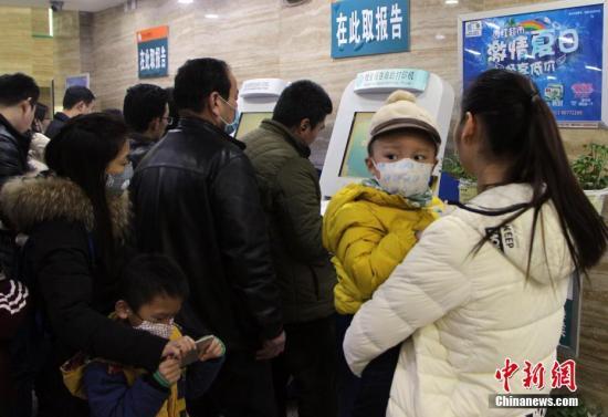 资料图:医院人满为患。中新社记者 韩冰 摄