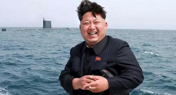 一位在朝鲜的中国留学生告诉外事儿,他们并没收到有关庆祝活动的通知,朝鲜人也都像往常一样工作生活,还有人在背诵刊登在报纸刊登上的金正恩新年致辞。