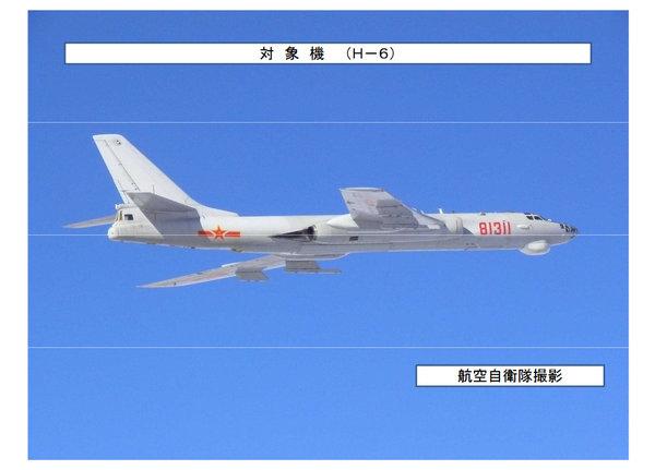 图为日空自拍摄的H-6轰炸机 。