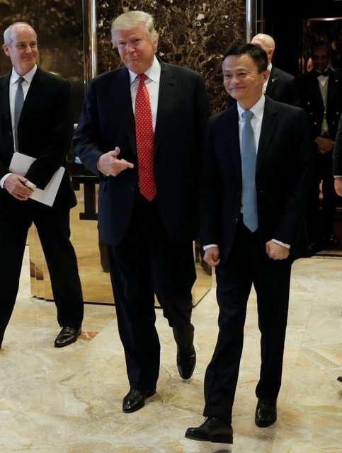北京时间1月10日凌晨,阿里巴巴集团董事局主席马云在纽约特朗普大厦,与美国候任总统唐纳德�O特朗普在他的会议室进行了时长约40分钟的会面交流。