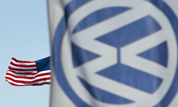 据路透社9号音讯,克日,德国群众汽车公司与美国司法部又将告竣一项息争协定,以了却美国当局与其尾气舞弊丑闻关联的民事和刑事考察。作为息争前提,美国司法部能够需要群众再领取超越30亿美圆的罚款。