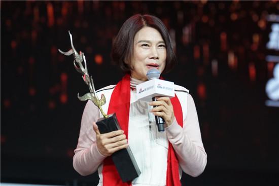 董明珠第一个获奖。