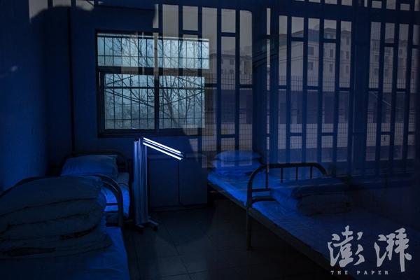 2017年1月1日,河南省郑州市第八人民医院,房间正在进行消毒操作。
